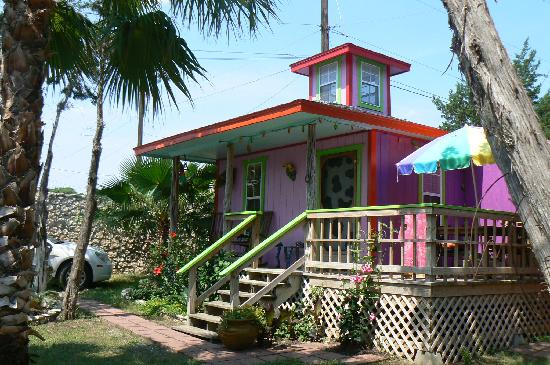 Lost Parrot Cabins: another of the lovely cabins