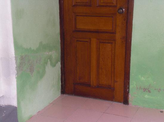Giravaru Resort: muri esterni