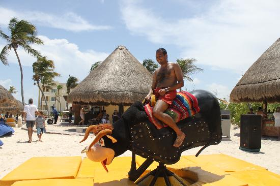 Iberostar Paraiso Maya: bull riding at the beach party