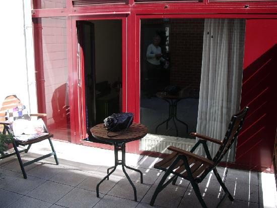 Hotel Lido Mons Centre: Private terrace area outside Room #6
