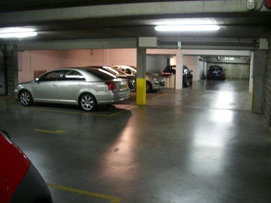 Hotel Lido Mons Centre: Underground garage