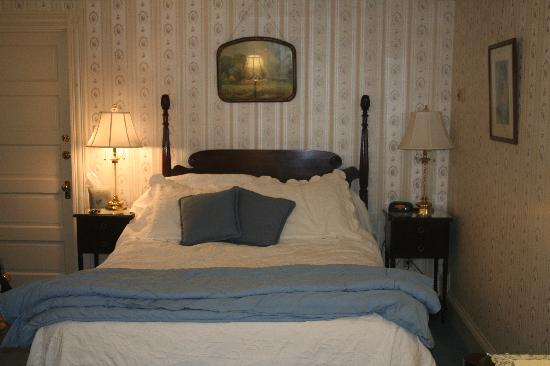 Thorncroft Inn: View to bed