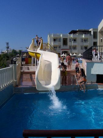 Bellacasa Suites & Club: The water slide