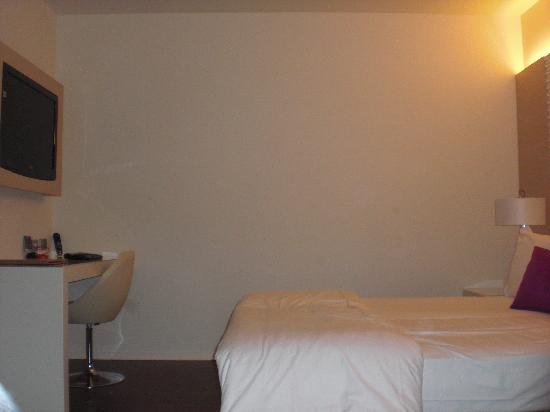 Bett, Schreibtisch, Flach-TV - Bild von Laguna Palace Hotel, Grado ...