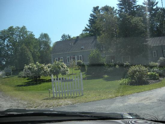 Newbury, NH: Entrance to 1806 Inn