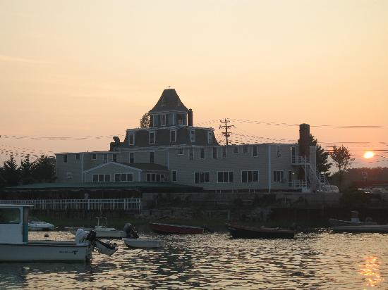 Orleans Waterfront Inn : Orleans Inn on Nauset Harbor