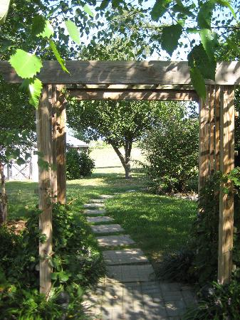 Piney Hill Bed & Breakfast: Garden entrance