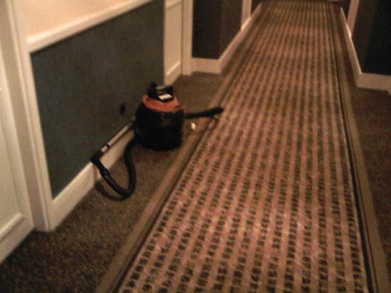 Holiday Inn Leeds Brighouse: The hotel owns its' own cleaning equipment