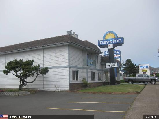 Days Inn Newport OR: From Outside