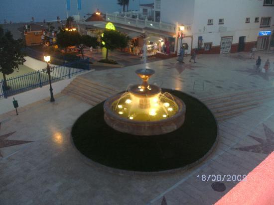 Hotel Cabello : fountain outside