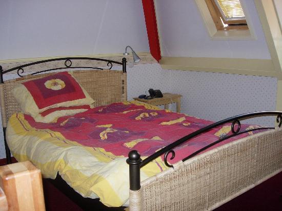 Hotel de Emauspoort : our bed!