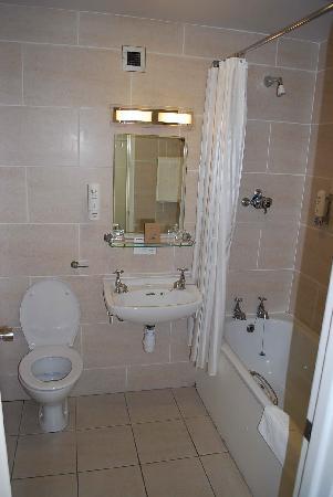 Burrendale Hotel, Country Club & Spa: Bathroom