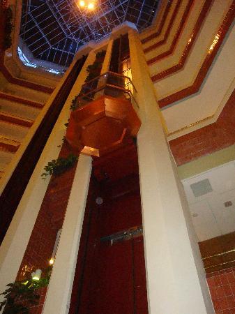 Hilton Helsinki Strand: ascensore