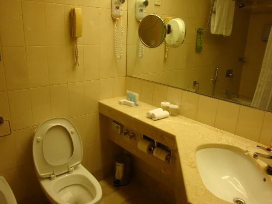 Hilton Helsinki Strand : il bagno