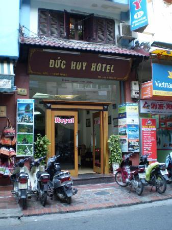 ロイヤル 2 ホテル, 入口の様子