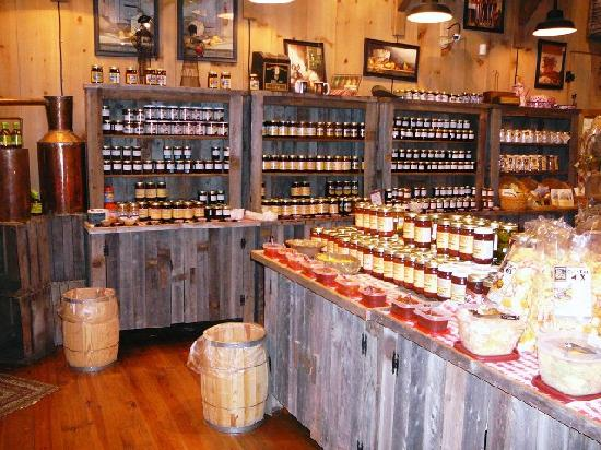 Moonshine Ridge Country Store & Cafe: Interior view of Moonshine Ridge & samples