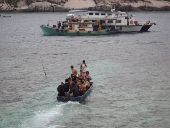 Pulau Aur, Malaysia: Refugeess