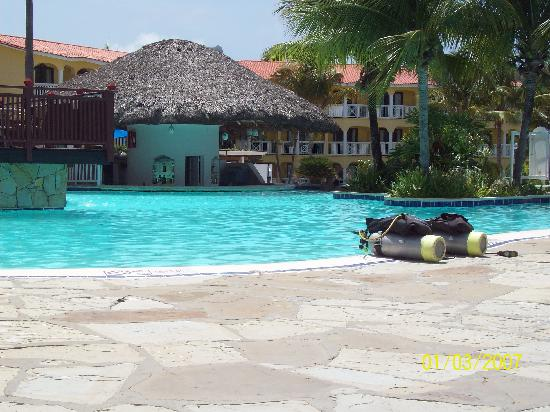 The Residence Suites at Lifestyle Holidays Vacation Resort: Pool bar