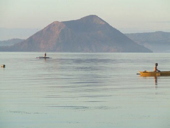 Tagaytay, Filippinerne: The Taal Volcano, located in the middle of Lake Taal