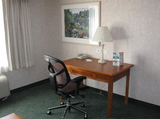 La Quinta Inn & Suites Coeur d' Alene: Writing desk!