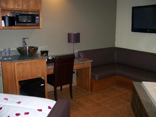 Champagne Lodge and Luxury Suites: Room