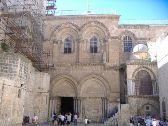 โบสถ์แห่งสุสานศักดิ์สิทธิ์: This is the outside of the Church of Holy Sepulcher The Chapel of the Franks