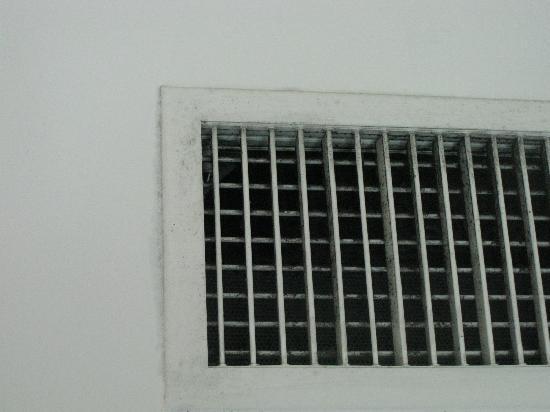 เลอเมอริเดียน กัวลาลัมเปอร์: Dusty ventilation plus smelled like MILDEW