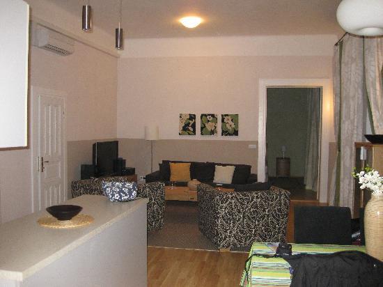 Arcadia Residence: Room!
