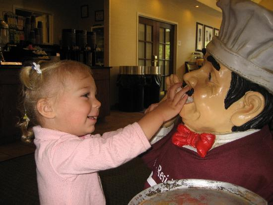 Residence Inn Asheville Biltmore: Mia with the hotel mascot