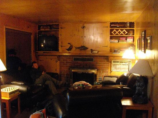 Klamath River Resort Inn: The livingroom