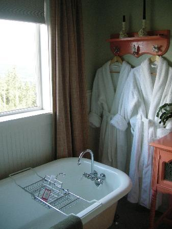 Clawfoot Tub Robes Picture Of Chehalem Ridge Bed And Breakfast