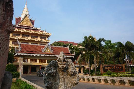 City Angkor Hotel: ホテル正面
