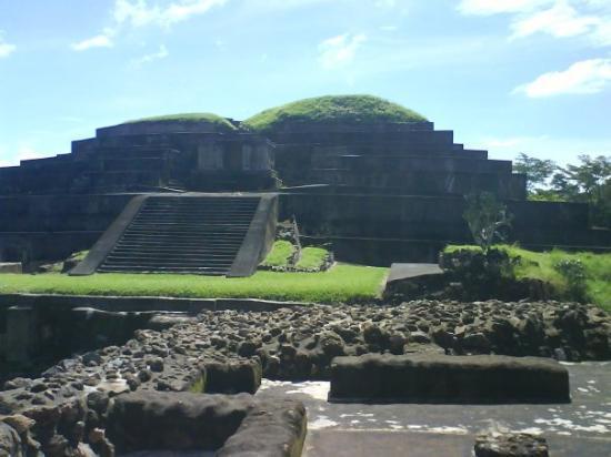Santa Ana, Salwador: Sitio Arqueologico Tazumal