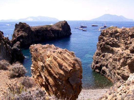 Panarea, Italy: Scogliere a Cala Junco