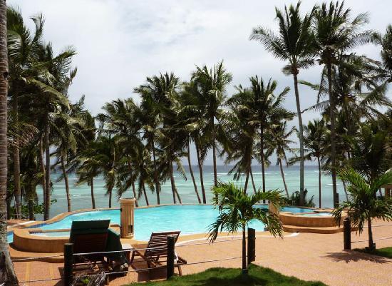 Anda White Beach Resort: Gorgeous pool and sun deck overlooking ocean.
