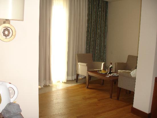 Melas Lara Hotel: seating and dressing area