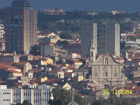 ซาสซารี, อิตาลี: ...se poi ci allontaniamo, vediamo quale contesto siamo riusciti a costruirgli intorno. ...una s
