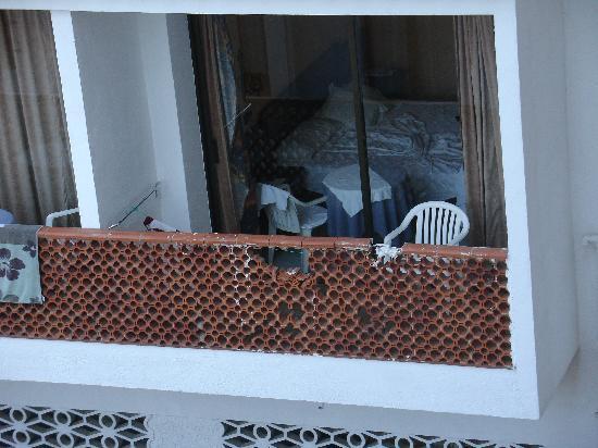 Gran Hotel Europe Comarruga: Balcones rotos