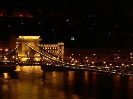 Sofitel Budapest Chain Bridge: La vue depuis la chambre 1