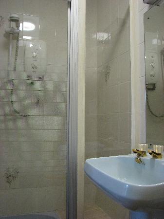 Portland Arms Hotel Room 15 shower