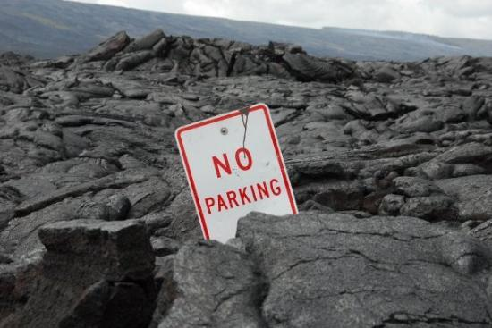 Naalehu, Hawaje: No Parking...... No Kidding. Volcanoes Natl. Park, The Big Island,