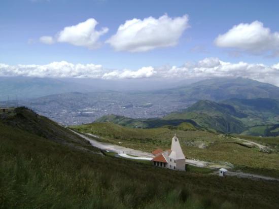b554357d2e61 vue sur la cordillère des Andes - Picture of Quito