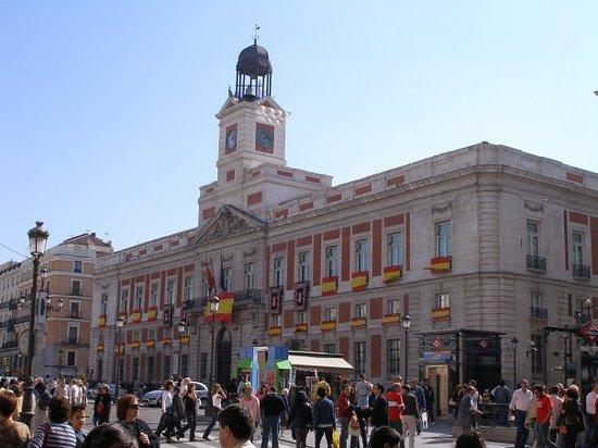 El simbolo de la ciudad el oso y el madro o picture of for Puerta del so