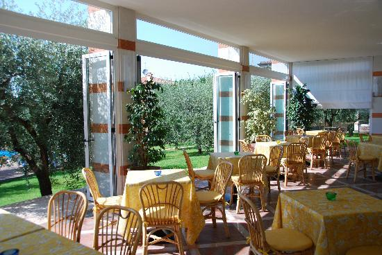 Hotel Villa Olivo: Where better to eat breakfast!?