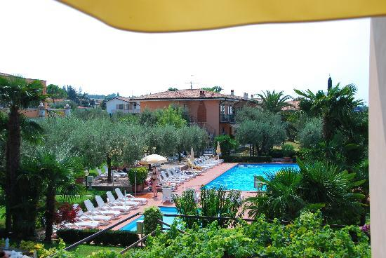 Hotel Villa Olivo: The view over the pool from our balcony