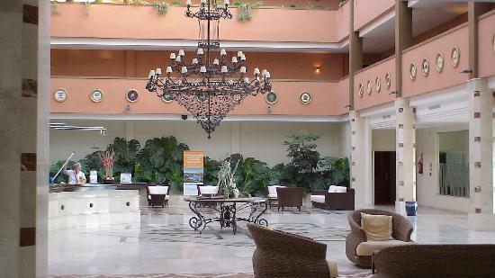 Apartamentos Pierre & Vacances Estepona: Hall del hotel