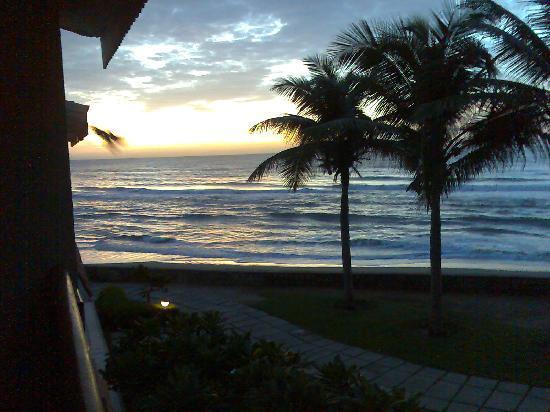 เรดิสัน บลู เทมเปิล เบย์ รีสอร์ท เทมเปิ้ลเบย์ มหาบาลีปุราม: sunrise