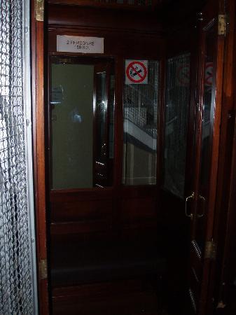 Pension Alameda: El ascensor