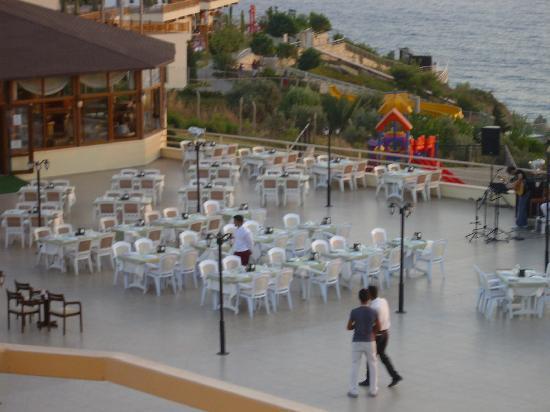 Palmin Sunset Plaza: outside restaurant