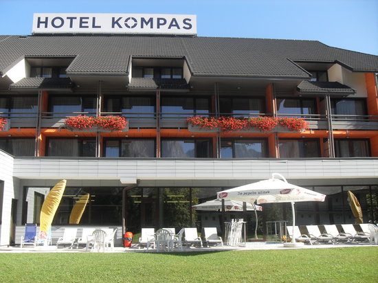 Hotel Kompas: facing the pool